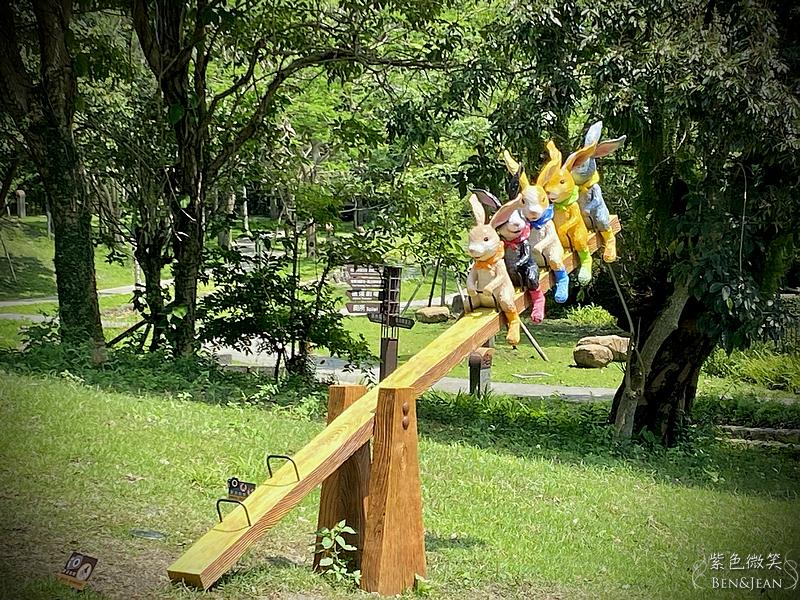 幾米兔公仔打卡新景點》礁溪限定兔子童話森林,從礁溪轉運站一路到溫泉公園,兔子泡溫泉、跳舞兔, 29隻超萌的兔子裝置藝術,快來數一數 @紫色微笑 Ben&Jean 饗樂生活