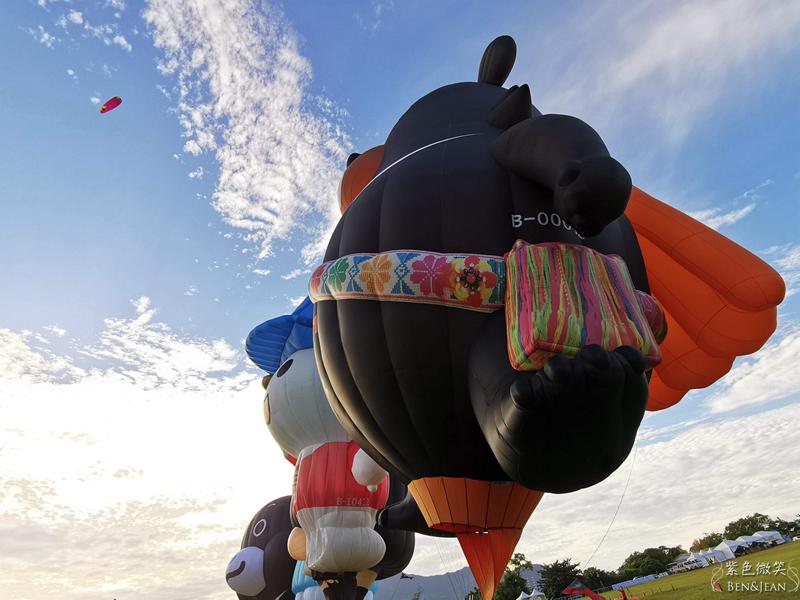 【台東熱氣球】臺灣國際熱氣球嘉年華~限定版HELLO KITTY造型球好吸睛!鹿野高台飛行傘/台東熱氣球嘉年華價格 接駁車 時間 預約 費用分享 @紫色微笑 Ben&Jean 饗樂生活