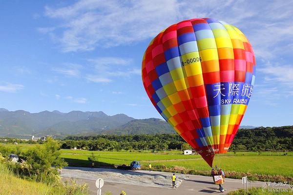 【台東熱氣球自由飛】我真的在天空中飛了|2020台東旅遊景點推薦-天際航空~熱氣球飛行夢工場 @紫色微笑 Ben&Jean 饗樂生活