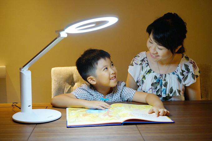飛利浦阿爾發AA級環形護眼檯燈~舒視光技術提供高品質照明,獨特環形光源,光線均勻、舒適不眩光,更能避免藍光危害、降低視覺疲勞、保護眼睛健康 @紫色微笑 Ben&Jean 饗樂生活