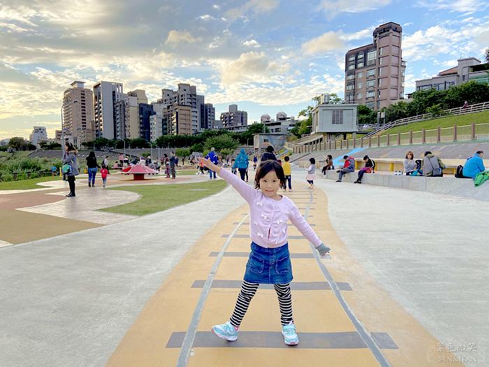 【道南河濱公園遊戲場】台北市最大的共融式河濱遊戲場|免費溜小孩的好去處 @紫色微笑 Ben&Jean 饗樂生活