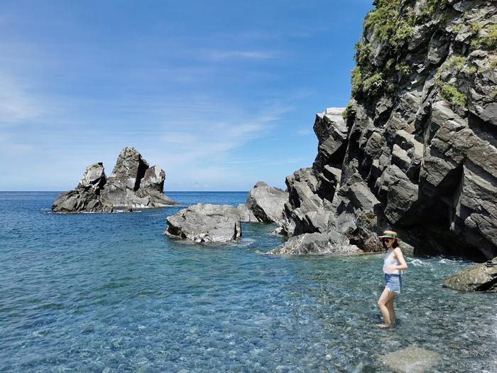 宜蘭》粉鳥林漁港X南澳神秘海灘海蝕洞X澳花瀑布。神秘南澳小旅行!美拍聖地太夢幻,很可以拍一波~ @捲捲頭 ♡ 品味生活