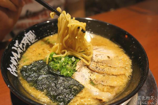 ▋高雄美食▋花月嵐蒜味拉麵~重口味的日本最強拉麵(店家說的!) @紫色微笑 Ben&Jean 饗樂生活
